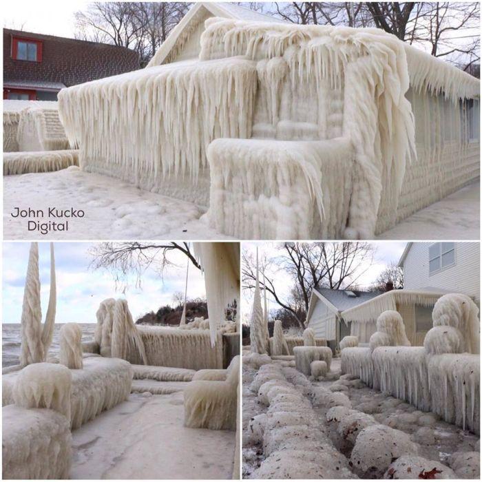 Замерзший дом на берегу озера Онтарио в США (3 фото + видео)