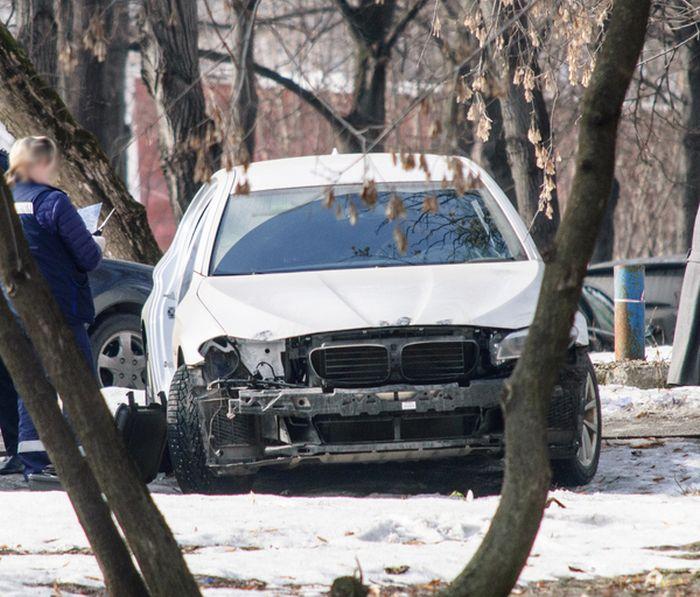 В Москве неизвестные раскурочили автомобиль BMW (3 фото)