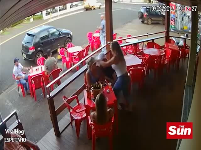 Бразильянка напала на мужа и его любовницу