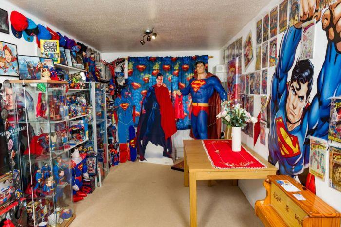 Британский фанат Супермена попал в «Книгу рекордов Гиннесса» благодаря внушительной коллекции (11 фото)