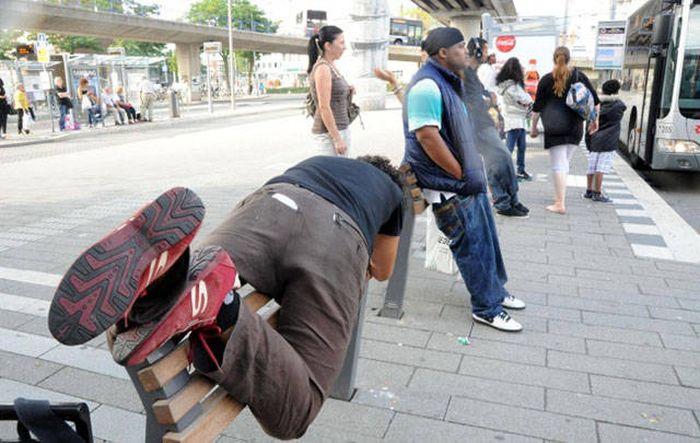 Ограничительные приспособления на улицах современных городов (12 фото)