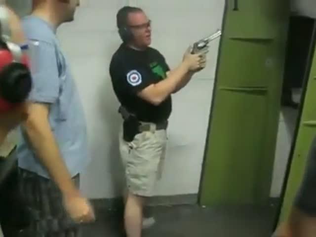 Непроизвольный выстрел из револьвера