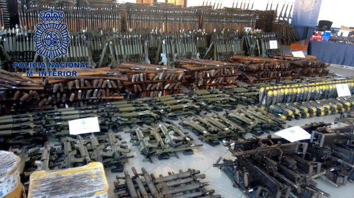 Испанская полиция обнаружила крупный подпольный склад оружия (5 фото)