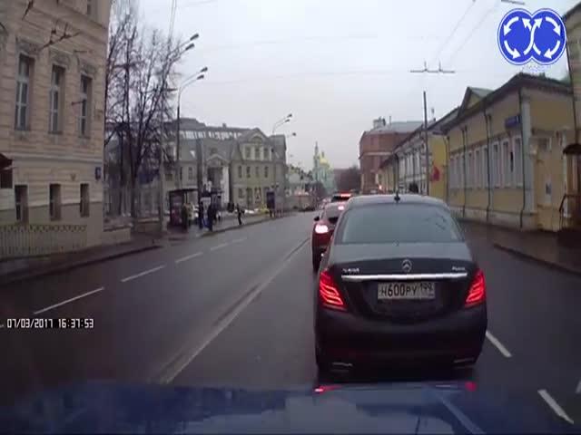 Кавказец набросился на «Ниву» в центре Москвы