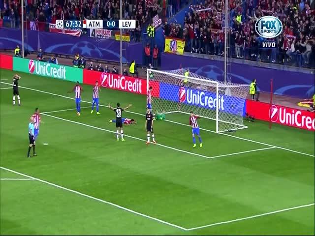 Вратарь клуба «Атлетико Мадрид» Ян Облак трижды спас свои ворота