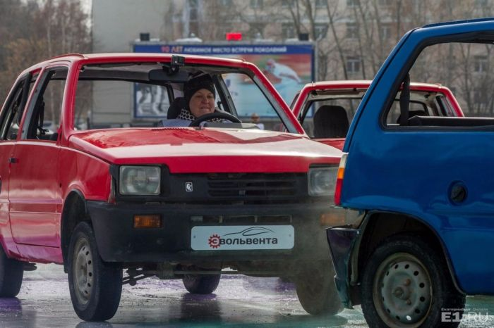 В Екатеринбурге провели турнир по «автокёрлингу» (9 фото + видео)