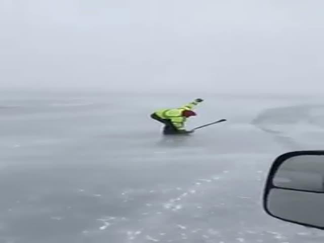 Необычный способ катания на льду