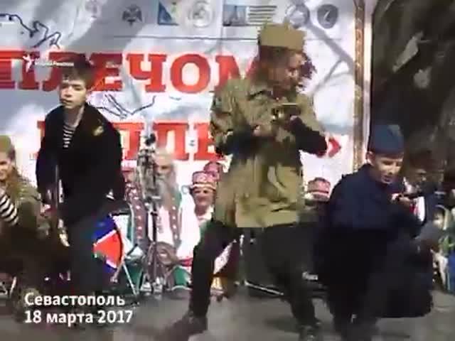 Дети поют песню «Моя война» в Севастополе