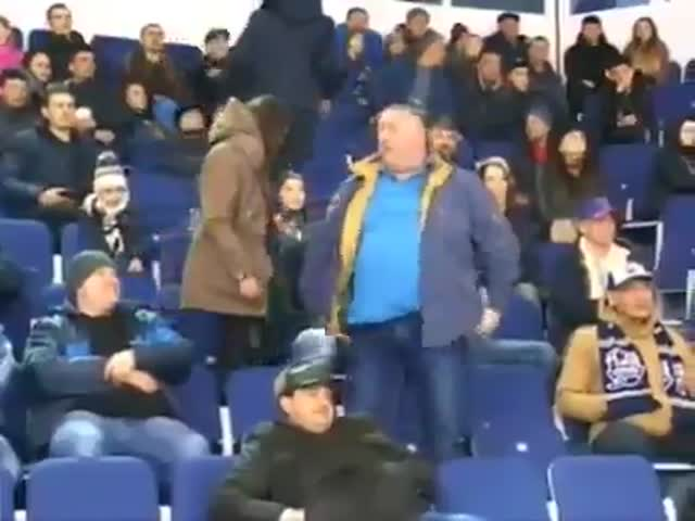 Зажигательный танец хоккейного фаната в Оренбурге