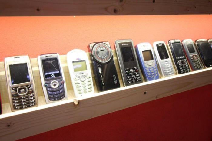 Житель Словакии открыл музей со своей коллекцией старых мобильных телефонов (14 фото)