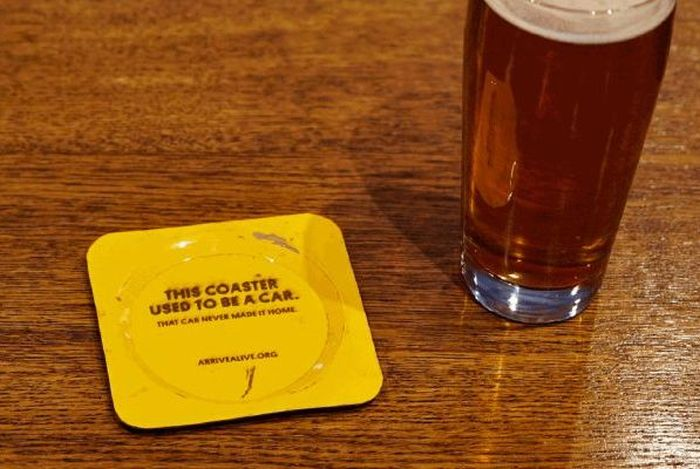 Подставки под пиво из машин, разбитых пьяными водителями (4 фото)