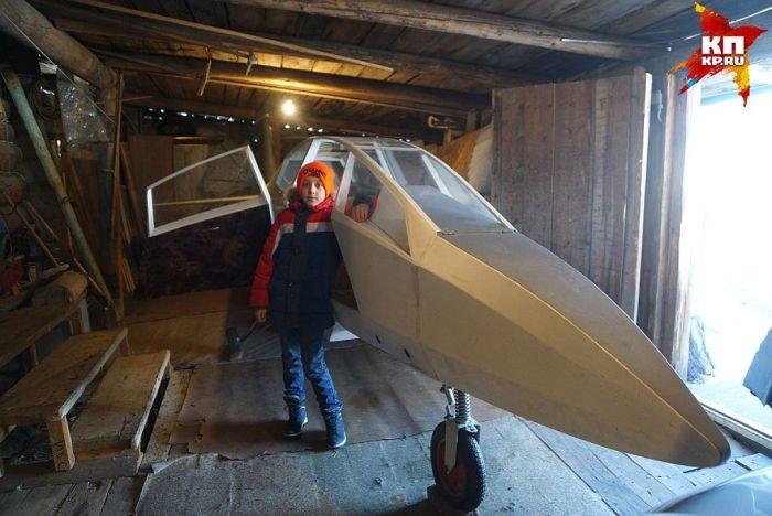 Уральский пенсионер собрал самолет для своего 10-летнего внука (4 фото)