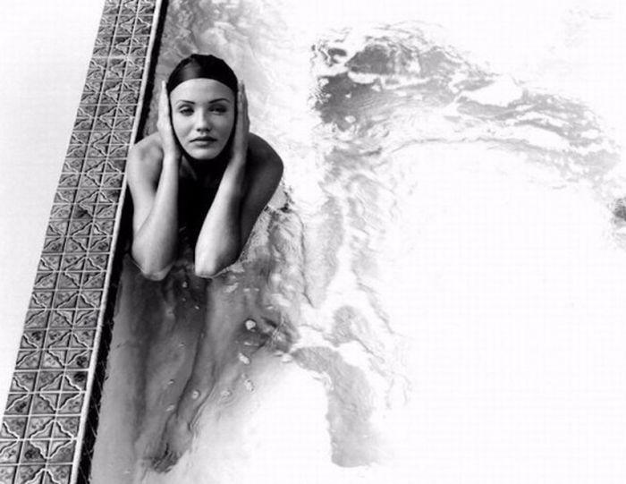 Откровенная фотосессия 26-летней Камерон Диас, 1999 год (12 фото)