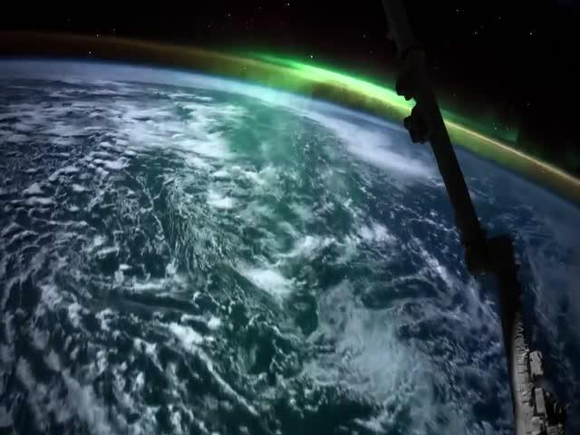 Северное сияние, вид из космоса