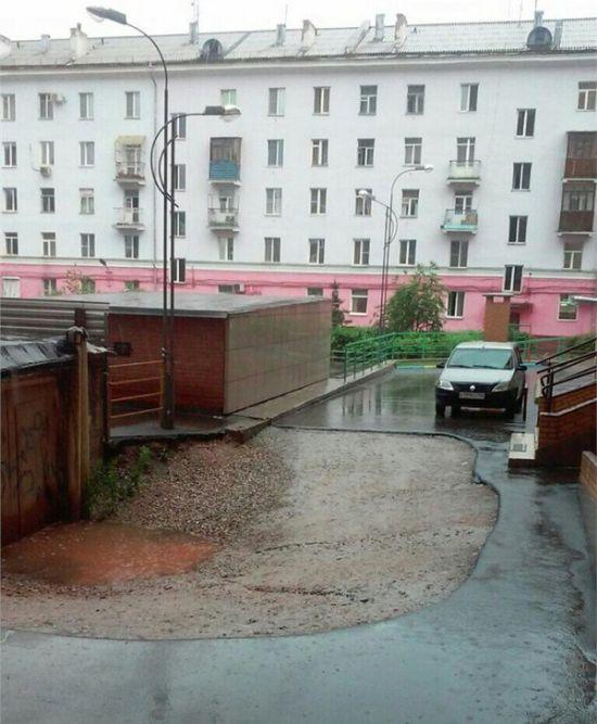 Красноярский пенсионер требует 7 млн рублей за мешающий всем гараж (2 фото)