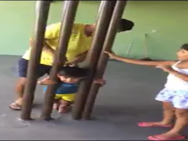 Спасение застрявшего ребенка
