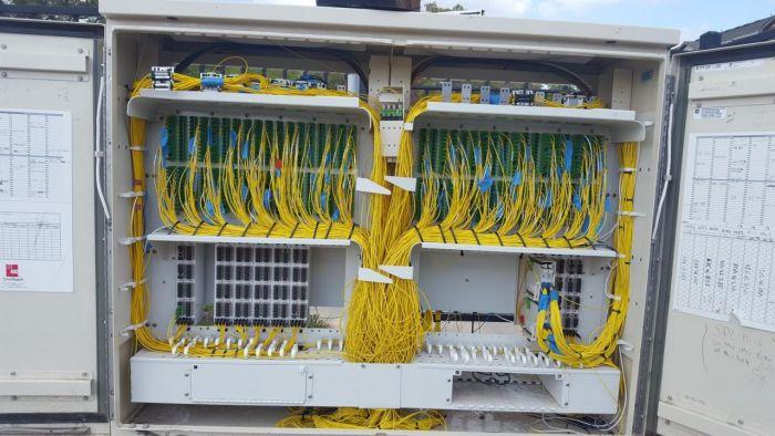 Наведение порядка в коммутационном шкафу (6 фото)