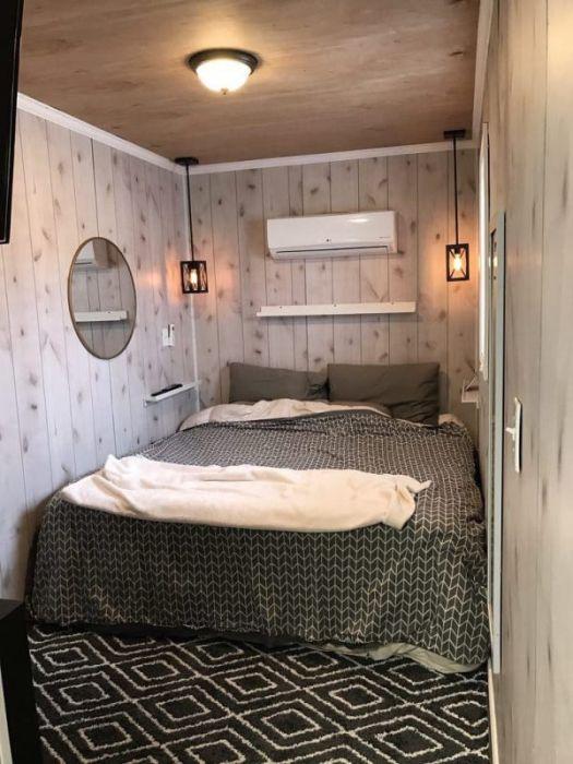 Компактный, но уютный дом в грузовом контейнере (10 фото)