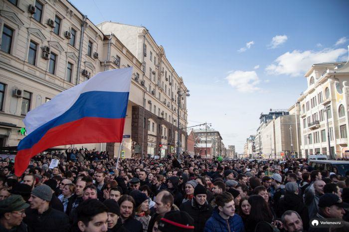 «Он нам не Димон»: В России прошли крупнейшие за 5 лет антикоррупционные акции протеста (47 фото)