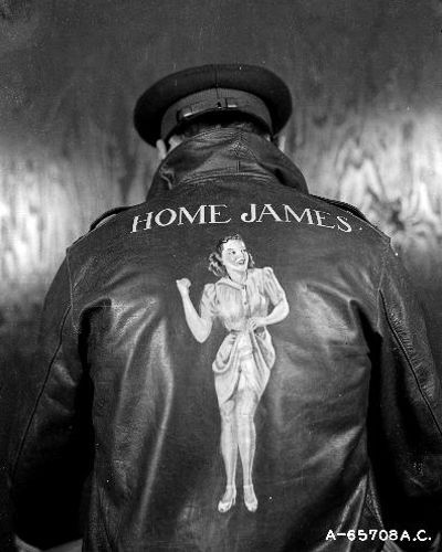 Рисунки на куртках американских пилотов Второй мировой войны (27 фото)