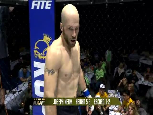 Нокаутированный Ризом Бринком боец MMA Джозеф Нем набросился на судью