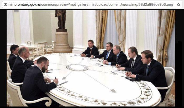 Министру промышленности и торговли Денису Мантурову отфотошопили прическу (2 фото)