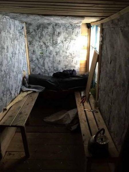 В Омской области школьники построили сарай для посиделок и свиданий (4 фото)