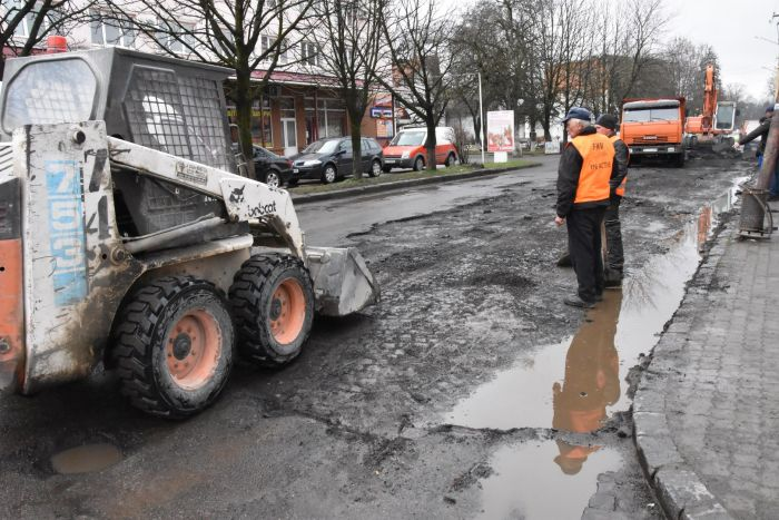 В Закарпатье вместо ямочного ремонта откопали старую дорогу из брусчатки (5 фото)