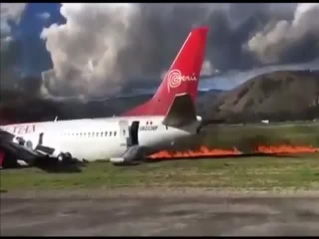 В Перу во время посадки загорелся пассажирский самолет Boeing 737