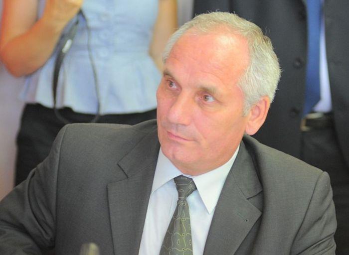 Чиновник Виктор Рычков потратил компенсацию за неиспользованный отпуск на благотворительность (2 фото)