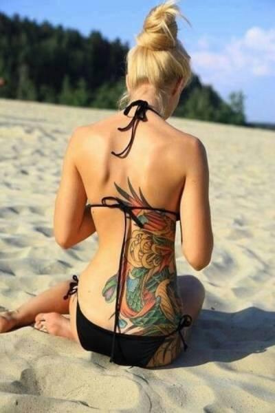Девушки с татуировками на пояснице (51 фото)