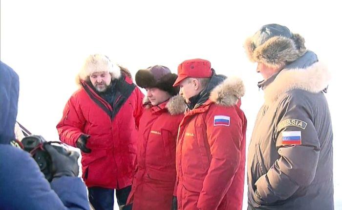 Владимир Путин и Дмитрий Медведев посетили остров Земля Александры (4 фото)
