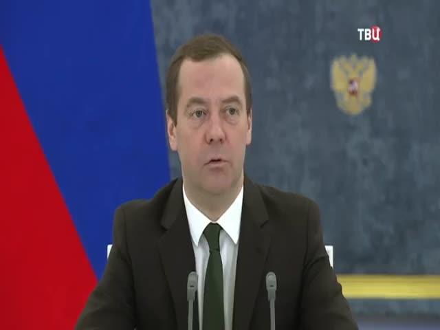 Дмитрий Медведев отчитал министра сельского хозяйства Александра Ткачева за опоздание
