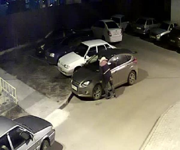 Кража видеорегистратора в Воронеже