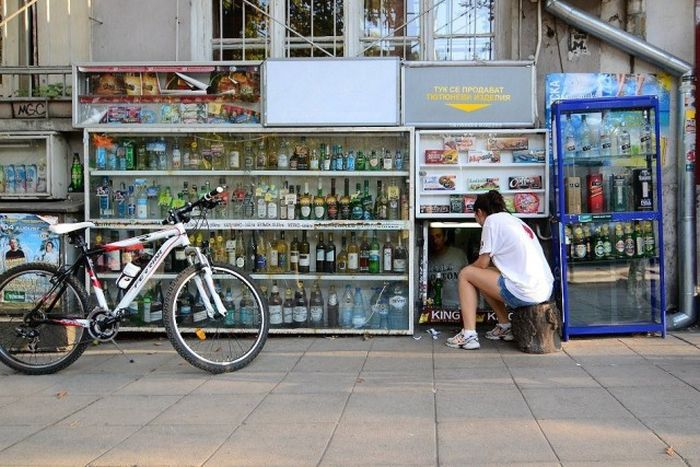 Подвальные магазины Софии (14 фото)