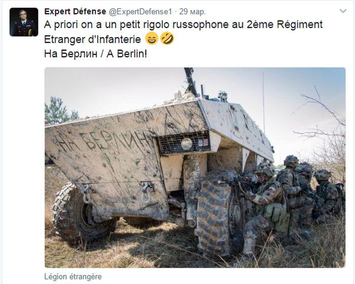 Русская надпись на бронетранспортере иностранного легиона Франции (2 фото)