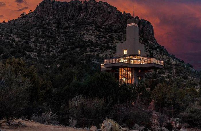 В Аризоне продают самый высокий в мире особняк (12 фото)