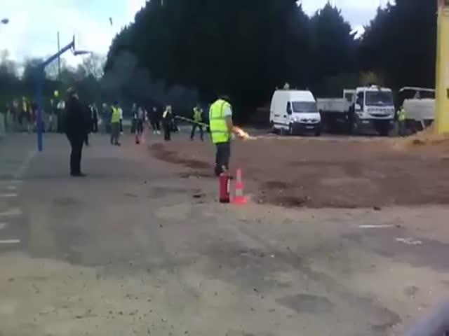 Взрыв фейерверка на карнавале в пригороде Парижа