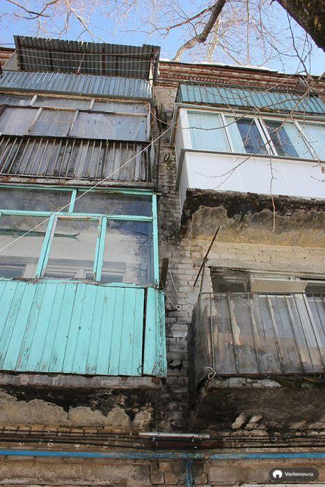 Нечеловеческие условия жизни в одной из коммуналок Ижевска (76 фото)