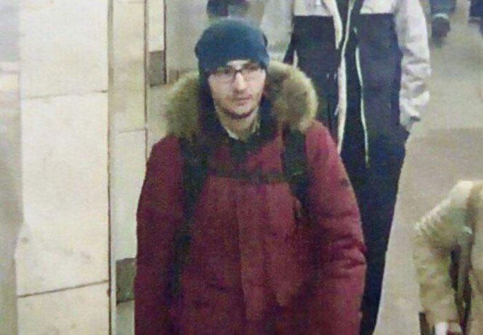 В причастности к теракту в питерском метро подозревают 22-летнего Акбаржона Джалилова (4 фото)