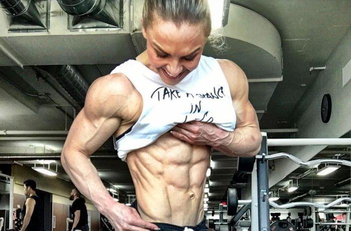 35-летняя культуристка Элеонора Добрынина с невероятно рельефным телом (12 фото)