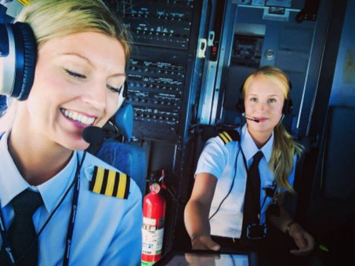 Очаровательные девушки-пилоты из Швеции (31 фото)