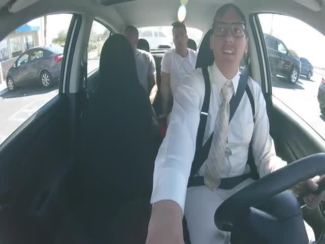 Таксист удивил пассажиров чтением рэпа