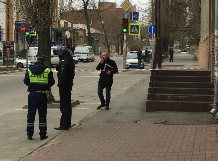Взрыв у здания школы в центре Ростова-на-Дону (2 фото)