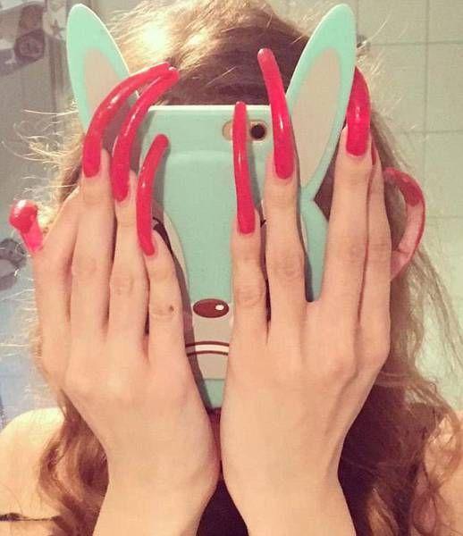 Девушка 3 года не стригла ногти, и вот что из этого вышло (21 фото)