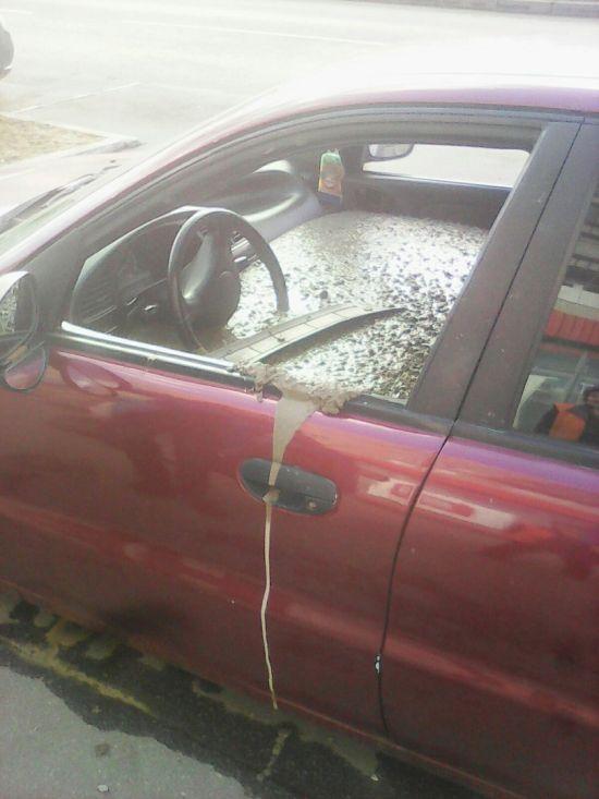 В Санкт-Петербурге мужчина залил бетоном машину жены (4 фото + видео)