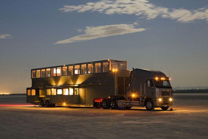Самые большие в мире дома на колесах (12 фото)