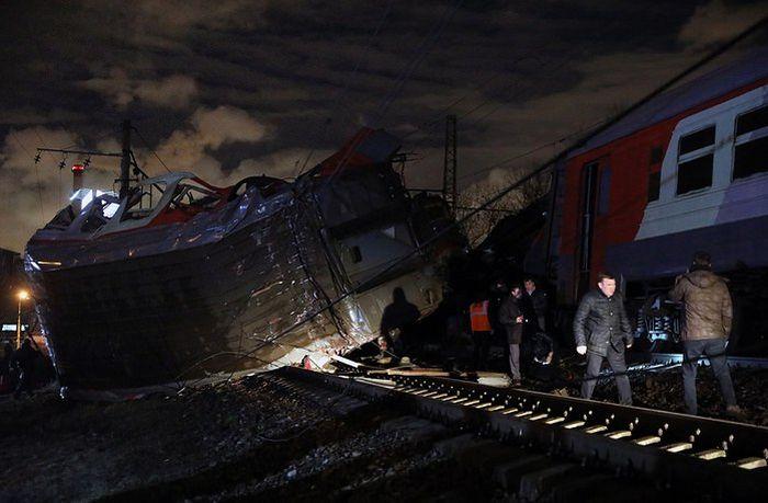 Столкновение поезда «Москва - Брест» с электричкой (4 фото + 2 видео)