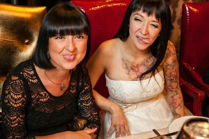 Шрам скрыли под татуировкой (3 фото)