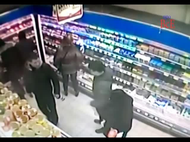 Парень наказал пьяного мужчину